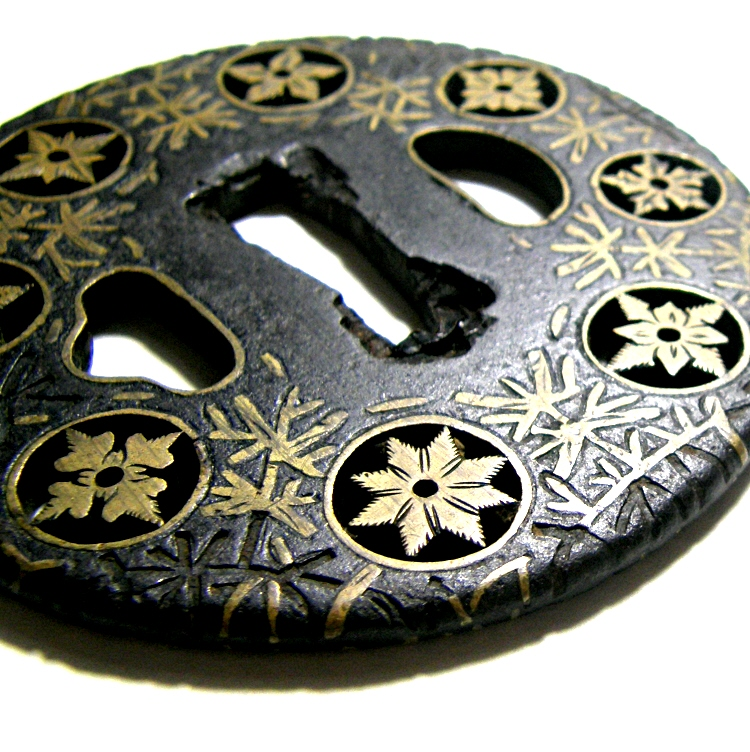 It is inlaid with Brass (Shinchu)